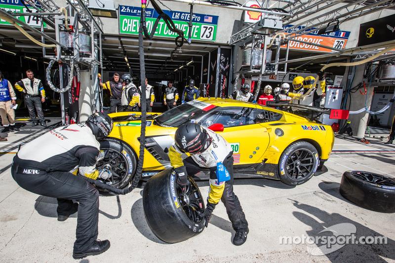 进站:#73 Corvette雪佛兰车队 Corvette C7: 扬·马格努森, Antonio Garcia, Jordan Taylor