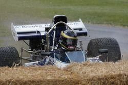 Max Hillard sbaglia alla Surtees Cosworth TS9B