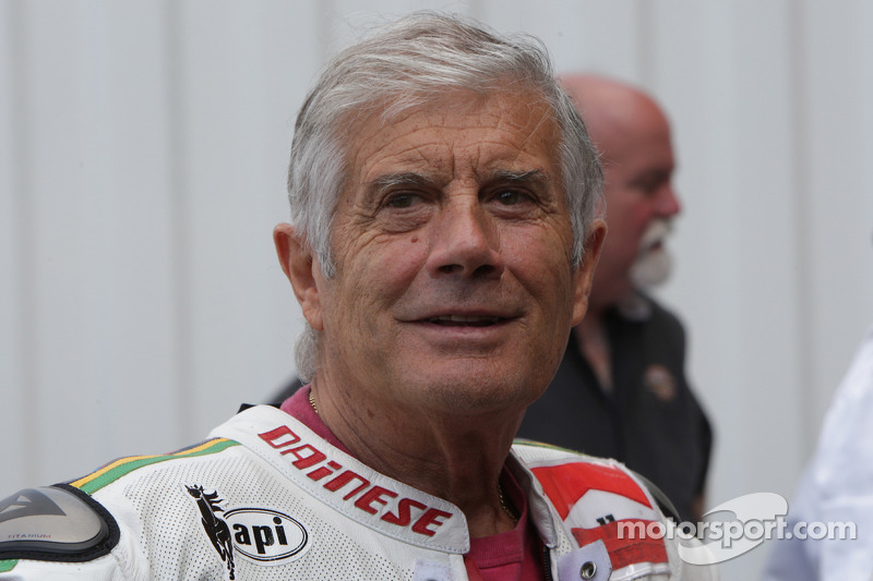 Giacomo Agostini, campeón de campeones, volvería a ganar en 500cc en 1975, ya con Yahama, mientras que su racha de mundiales seguidos en 350cc llegó hasta 7, del 68 al 74