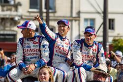 Stéphane Sarrazin, Kazuki Nakajima et Alexander Wurz