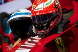 Ferrari F2007 - cascos de John Surtees y Kimi Raikonnen
