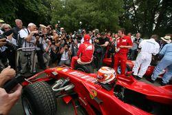Media scrum around Kimi Raikkonen