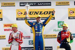 Pódio: vencedor da corrida Andrew Jordan, o segundo lugar Rob Collard, o terceiro lugar Gordon Shedd