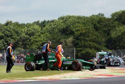 Marcus Ericsson, Caterham CT05 FP1'de spin atıyor ve duruyor, Nico Rosberg tarafından geçiliyor