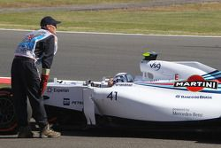 Susie Wolff, Williams FW36 Geliştirme Pilotu FP1'de pistte duruyor