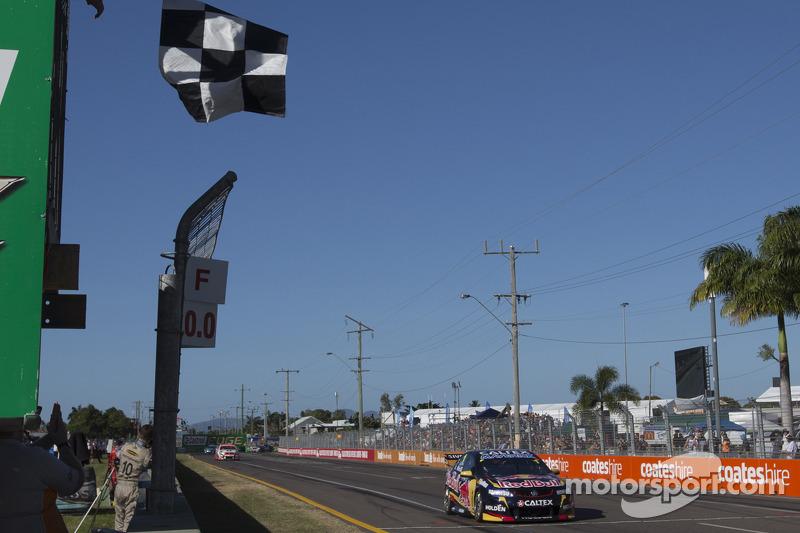 Jamie Whincup, Red Bull Holden ottiene la vittoria