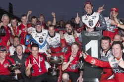 Holden Racing fête un doublé pour Garth Tander et James Courtney