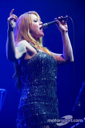Vanessa Amorosi performansı