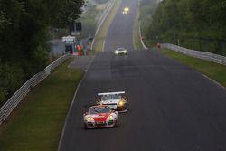 #30 Frikadelli Racing Takımı Porsche 911 GT3 R: Klaus Abbelen, Sabine Schmitz, Patrick Huisman, Fran