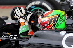 Sergio Perez, Sahara Force India F1 VJM07 kapalı parkta