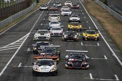 Start: #28 Grasser Racing Team Lamborghini LFII: Hari Proczyk, Jeroen Bleekemolen leads