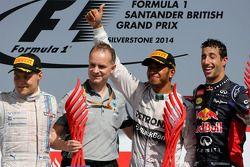 Льюис Хэмилтон, Даниэль Риккардо и Валттери Боттас. ГП Великобритании, Воскресенье, после гонки.
