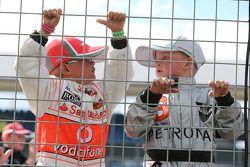 Genç McLaren ve Mercedes AMG F1 hayranları