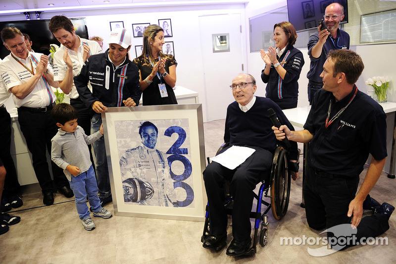Felipe Massa, Williams, celebra sus 200 Grandes premios con su familia, Frank Williams, dueño del eq