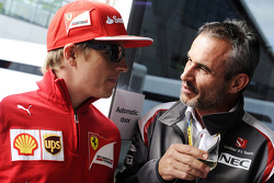 Kimi Räikkönen, Ferrari; Beat Zehnder, Teammanager, Sauber F1 Team