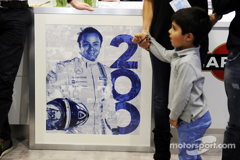Felipe Massa, Williams 200. GP'sini kutluyor ve oğlu Felipinho Massa