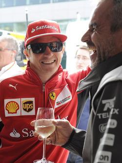 (从左至右):基米·莱科宁, 法拉利 和 Beat Zehnder, 索伯车队 F1车队 经理