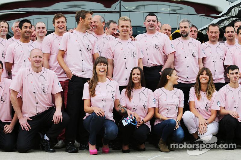 Jenson Button, McLaren; Ron Dennis, la McLaren Presidente Esecutivo; Kevin Magnussen, McLaren; Eric