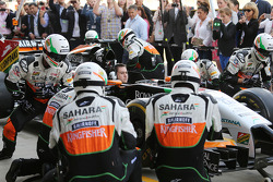 Fans beobachten Boxenstopptraining, Sahara Force India F1 Team