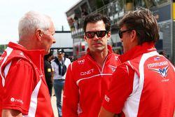 John Booth, Teamchef, Marussia F1 Team; Dr. Vijay Malyaiver; Graeme Lowdon, Geschäftsführer, Marussi