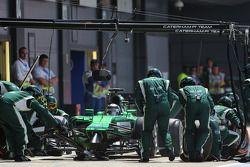 Kamui Kobayashi, Caterham F1 Team durante un pitstop