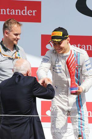 Valtteri Bottas, Williams podyumda ikinci sıra için kutlama yapıyor ve John Surtees