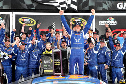 比赛获胜者 Aric Almirola, Richard Petty福特车队