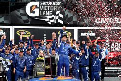 Vencedor corrida Aric Almirola, Richard Petty Motorsports Ford