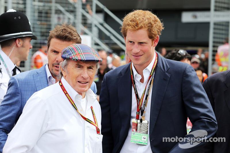 Jackie Stewart, sulla griglia di partenza con il Principe Harry (GBR)