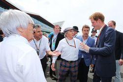 Startaufstellung: Bernie Ecclestone, Pasquale Lattuneddu, FOM; Jackie Stewart, HRH Prinz Harry