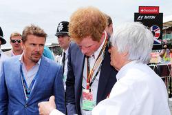 Startaufstellung: Mark Stewart, HRH Prinz Harry; Bernie Ecclestone