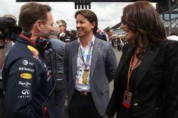 Startaufstellung: Christian Horner, Teamchef Red Bull Racing Team; Jay Rutland und seine Frau, Tamar