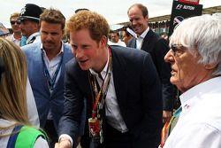 Startaufstellung: HRH Prinz Harry, Bernie Ecclestone (GBR)