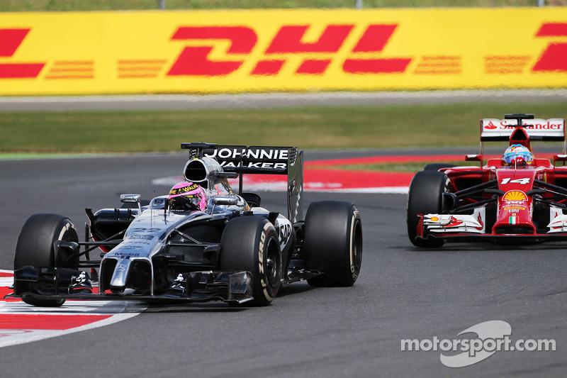 Jenson Button, McLaren MP4-29 e Fernando Alonso, Ferrari F14-T