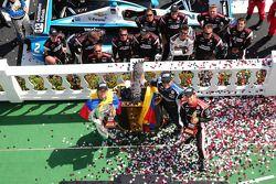Carlos Munoz, Andretti Autosport Honda and Juan Pablo Montoya, Penske Racing Chevrolet and Helio Castroneves, Penske Racing Chevrolet