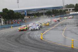 Départ humide pour la Course Elite 1