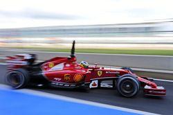 Pedro de la Rosa, Ferrari F14-T Geliştirme Pilotu pitten ayrılıyor