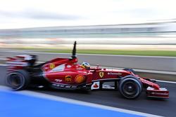 Pedro de la Rosa, Ferrari F14-T ontwikkelingscoureur, verlaat de pits