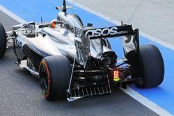 Stoffel Vandoorne, McLaren MP4-29 Test and Reserve Driver running sensor equipment