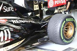 Pastor Maldonado, Lotus F1 E21 arka süspansiyon detayı