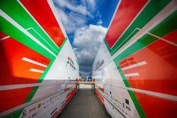 Sahara Force India F1 Takımı tırları padokta
