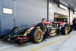 Paul Hembery, Pirelli Motorsporları Direktörü ve Lotus F1 E22 ve yeni 18 inçlik Pirelli lastikleri v