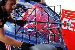 Daniil Kvyat, Scuderia Toro Rosso STR9 running sensor equipment