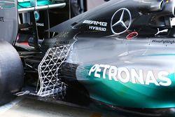 Lewis Hamilton, Mercedes AMG F1 W05 con equipo de sensor en la suspensión trasera