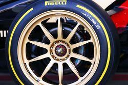 Lotus F1 E22 ve yeni 18 inçlik Pirelli lastikleri ve jantları