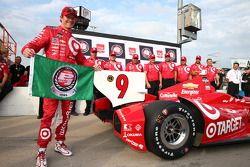 L'autore della pole Scott Dixon del team Target Chip Ganassi Racing Chevrolet