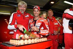 Gigi Dall 'Igna, Ducati Corse general manager festeggia il suo compleanno con Andrea Dovizioso