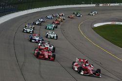 Scott Dixon, Target Chip Ganassi Racing Chevrolet, al comando al via