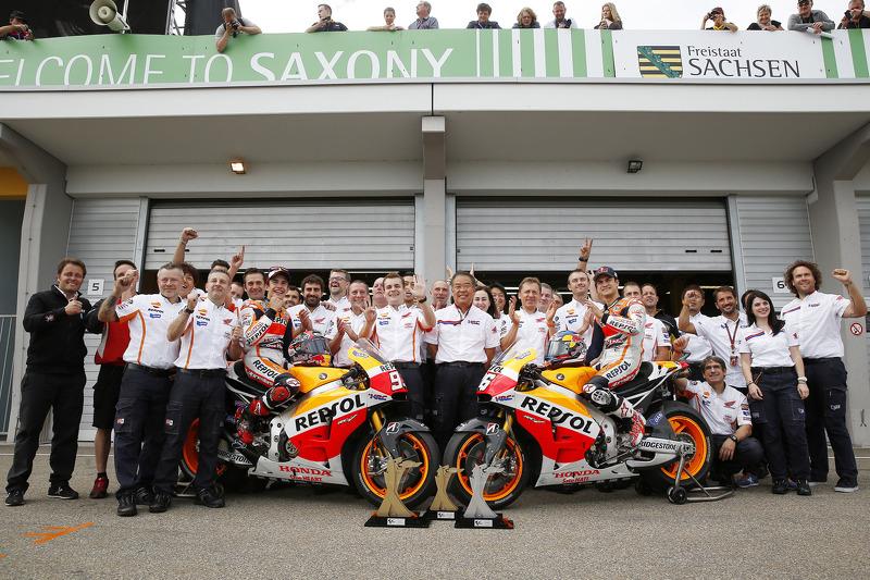 El equipo Repsol Honda celebra un final 1-2 para Marc Márquez y Dani Pedrosa