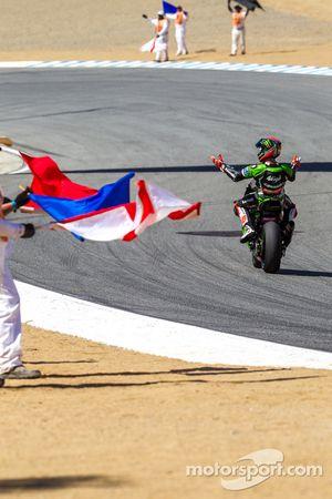 Tom Sykes celebra vitória na corrida 2
